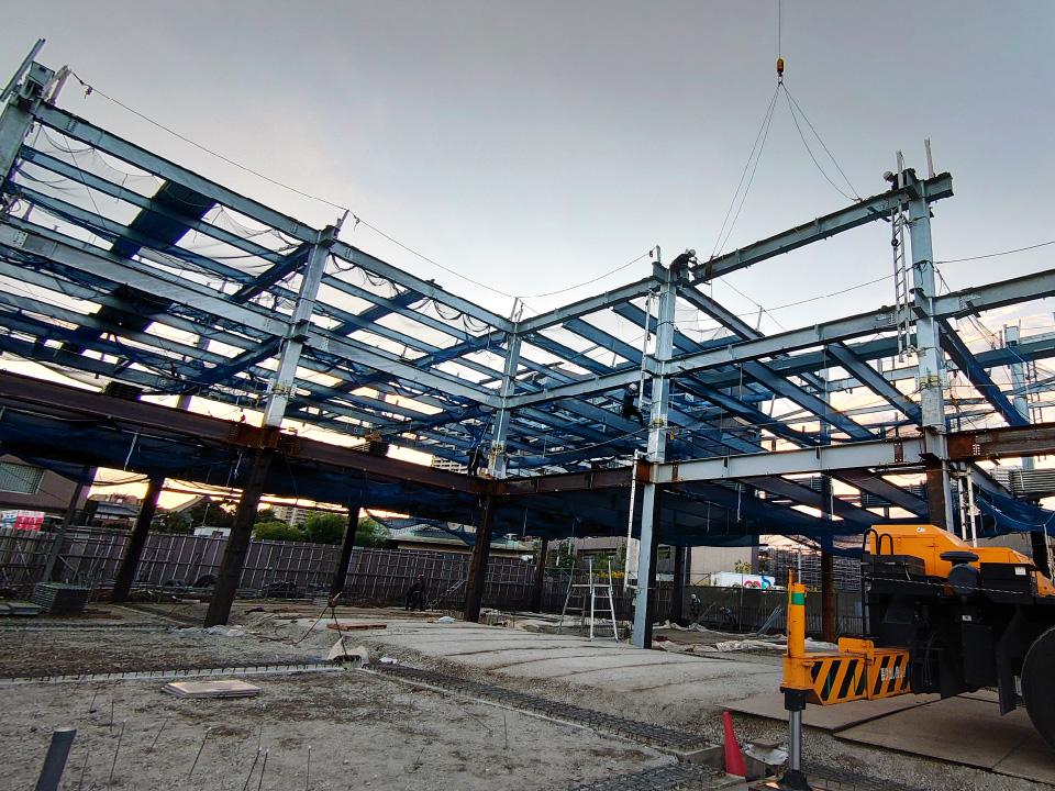 【柏公設市場立体駐車場】鉄骨の建方が始まりました