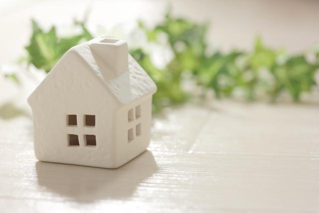 ハウスメーカーと工務店の違い|項目別の特徴から適切な選び方まで