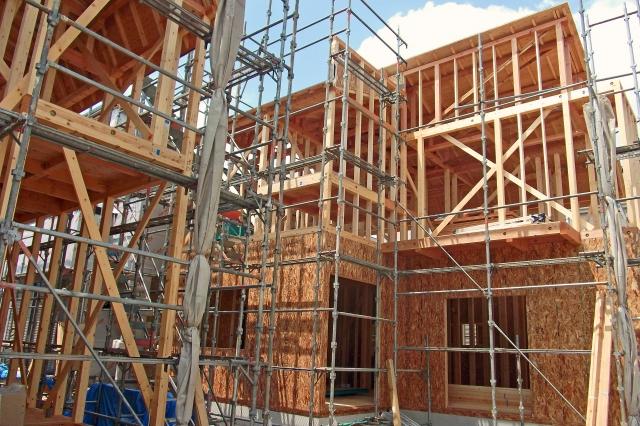 木造住宅の断熱工法|「充填断熱」と「外張り断熱」について